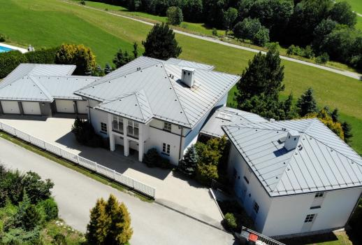 Exceptional property in panoramic location with guest house
