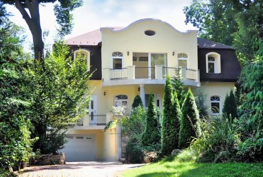 Exclusive country house in Budapest
