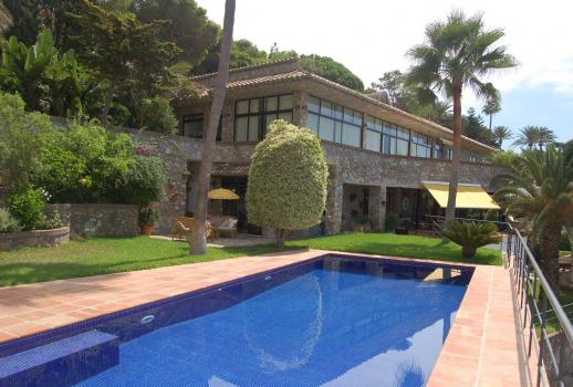 Exclusive villa with a sea view