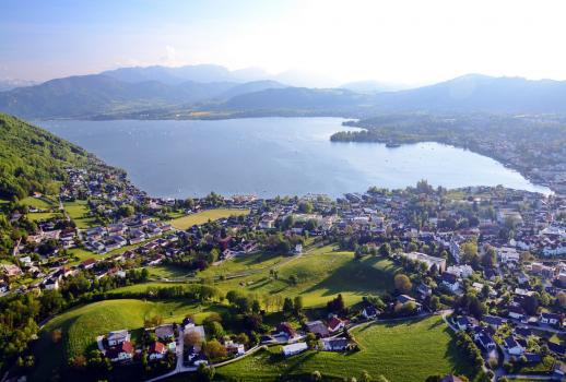 Luxurious villa in Gmunden with direct lake access and boathouse up for sale!