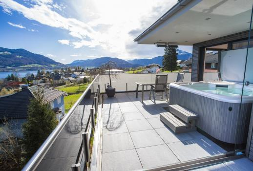 Designer penthouse with view of the Mondsee lake