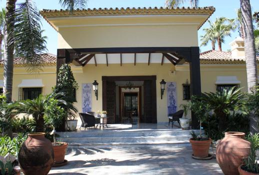 Exclusive villa at the heart of the Aloha Gulf