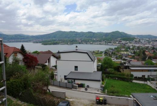 Top location in Gmunden! Spacious shell construction with view of the lake and mountains