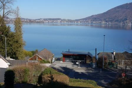 Well-kept detached house with view of the lake and mountains