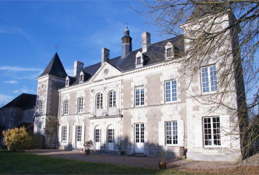 Elegant Château in the south of Tours
