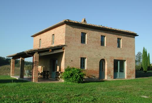 Siena: Restored Country house with 14 acre land