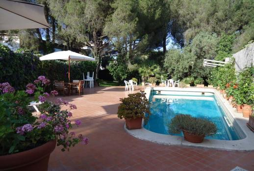 Exclusive villa with a pool in Catania