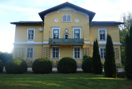 Historic villa with park on large property
