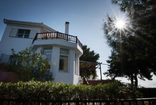 Sensational villa in Greece with fabulous sea view at the edge of the village Neos Marmaras