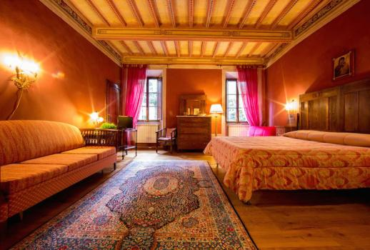 Il Palazzo: a Frescoed Residence BB in the Heart of Montalcino