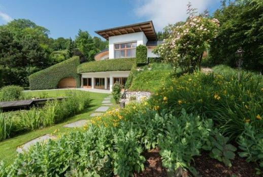 Exceptional, exquisite property in panoramic location