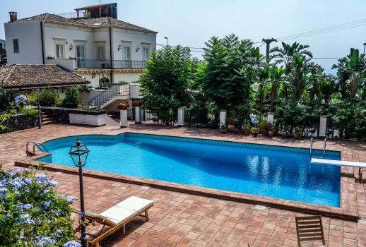 Beautiful villa of 900 with spectacular sea views
