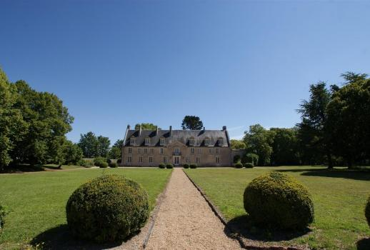Château for sale in a quiet location