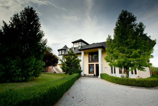 Croatia: divine villa in a calm location