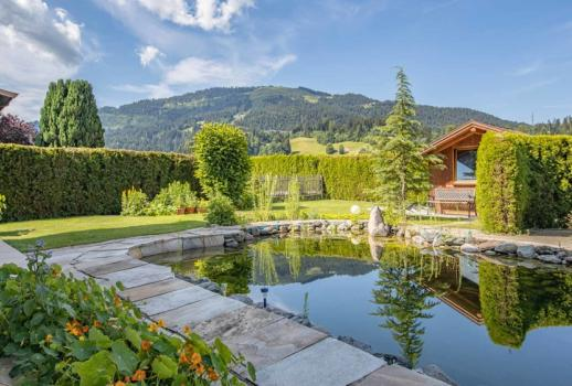 Single-family house with a view of the Kaiser, wellness area and swimming pond