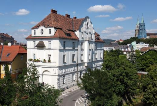Elegant apartment in an old building, in a quiet central location in Klosterneuburg