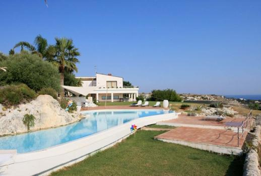 Fantastic luxury villa located by the sea
