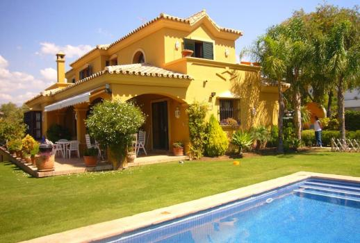 For sale: beautiful villa in a central location!