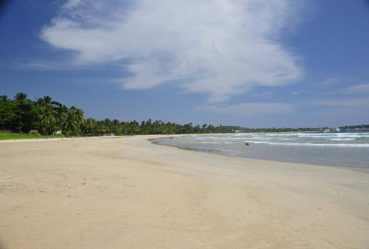 For Sale: luxury hotel at the Indian Ocean