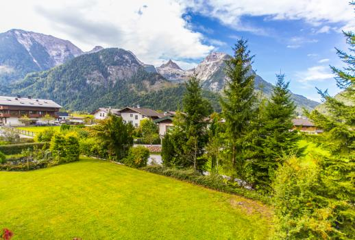 Tasteful villa with spectacular panoramic views of the ski area