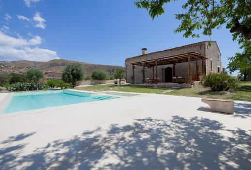 Old olive mill renovated with swimming pool