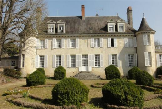 Beautiful Chateau on 6 hectares in the heart of Touraine