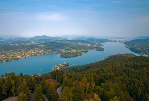 Lakefront property in quiet location on the Wörthersee Lake