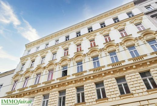 Top refurbished old style apartment in an urban location near Augarten!