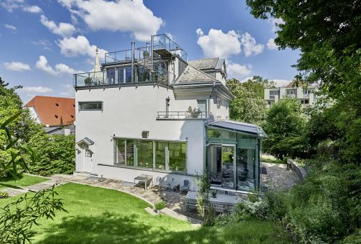 Modern villa in the 19th district for sale