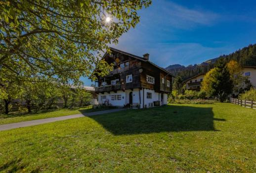 Living on the Hahnenkamm - property with old stock - Horn and Kaiser views