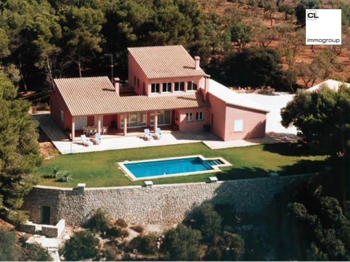 10 hectare property with a fine finca in a prime location