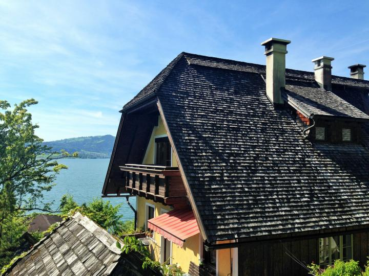 Old cottage right on the Traunsee Lake