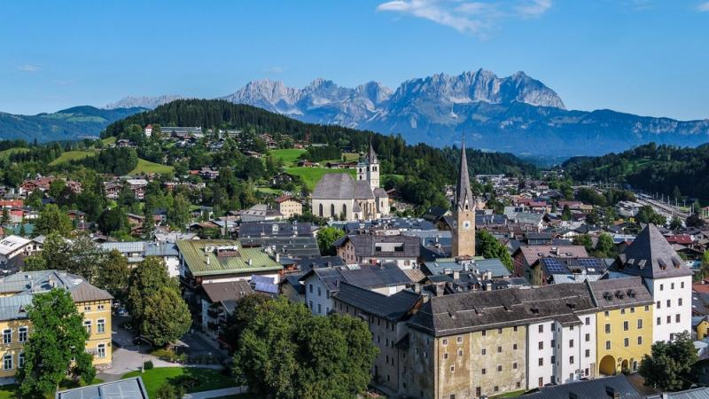 Corner house in a central location in Kitzbühel with a beautiful view