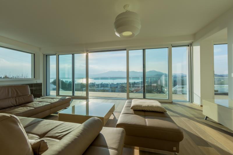 Gmunden: A dream apartment in the best area and best quality, with uninterrupted scenic views from Lake Traunsee to the castle Schloss Orth