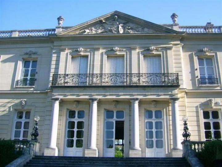 Castle for sale in Versailles close to Paris