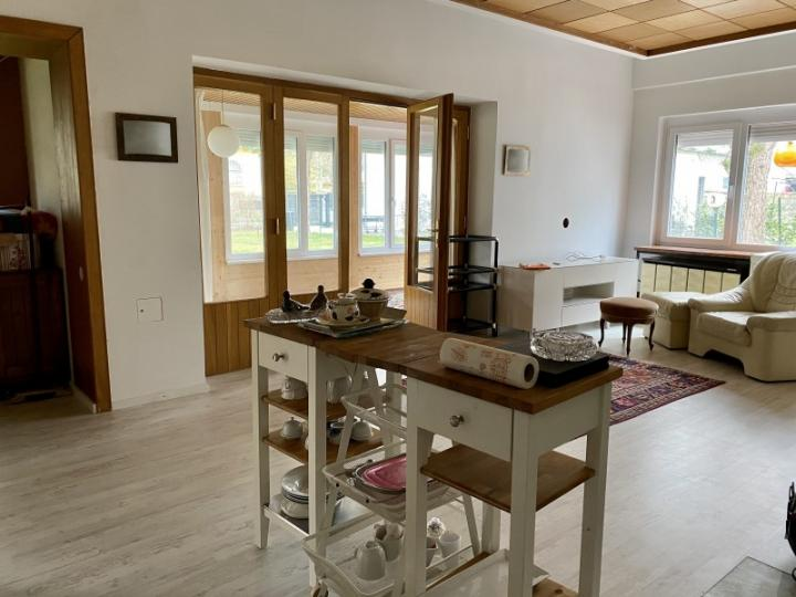 Enjoy spring on this spacious property with villa and bungalow