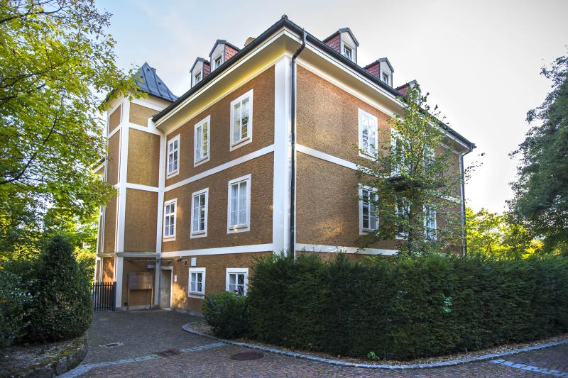 Historical manor house in central location