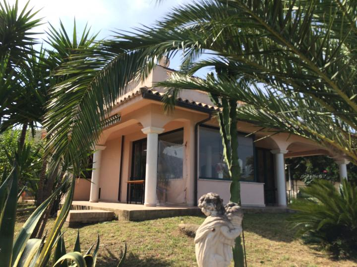 Beautiful villa with stunning view over the gulf of Santa Eufemia