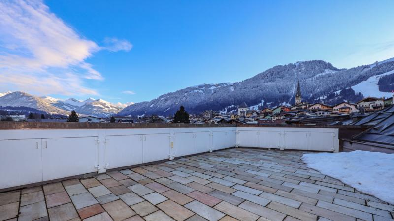 Penthouse with roof terrace in a central location