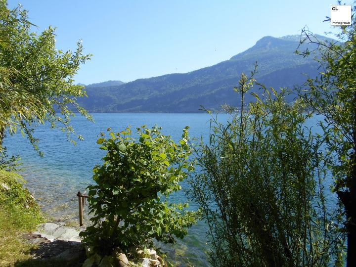 Romantic country house at the Wolfgangsee !!! Idyllic secluded location! 40 meters lakeshore incl. Bathing area !!!