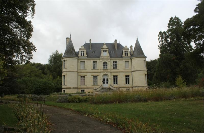 cf9974e686 Castle for sale in France in the Loire Valley - MasterHomes®