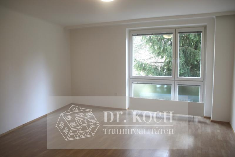 Sunny family apartment in a prime location!