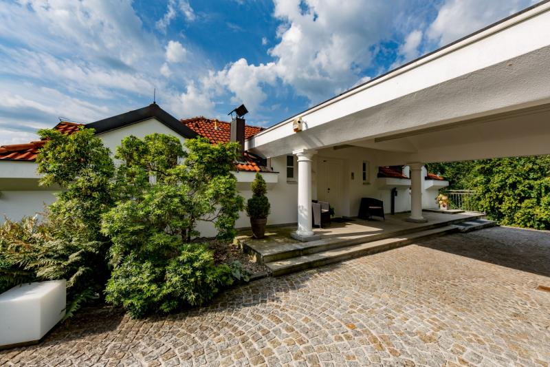Superb villa in Mondsee with a pool and fabulous lake view for sale