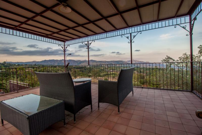 Wonderful villa with swimming pool and breath-taking views